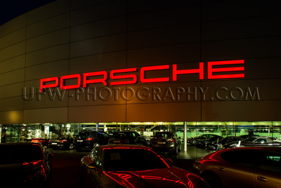 Porsche Center sports car dealer atmospheric night shot Stock Im