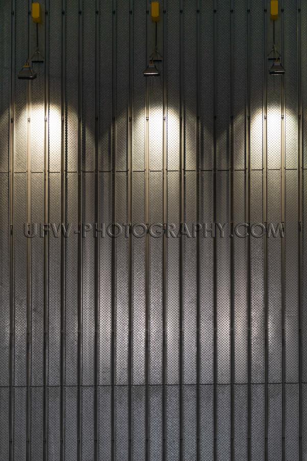 Metallwand Beleuchtet Scheinwerferlicht Abstrakt Modern Innenrau