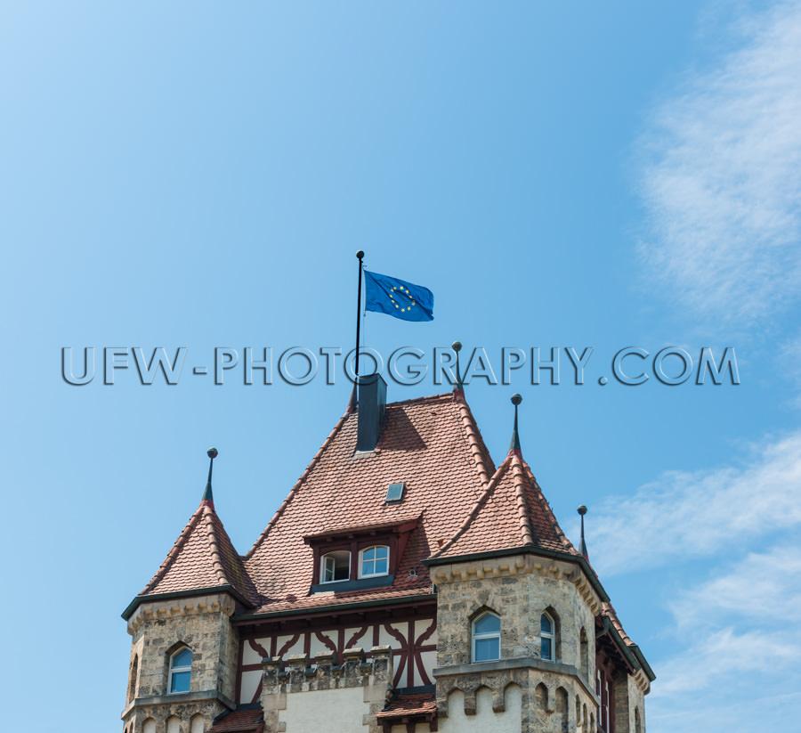 Europäische Flagge Wehen Oben Altes Gebäude Dach Schloss Blaue