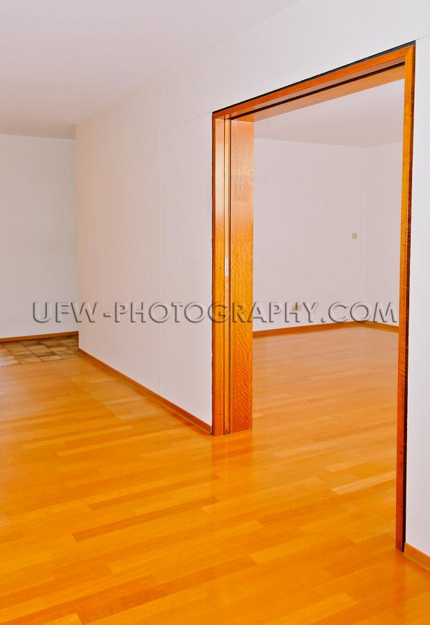 Leer Wohnung Ess- und Wohnzimmer Holzboden Parkett Stock Foto