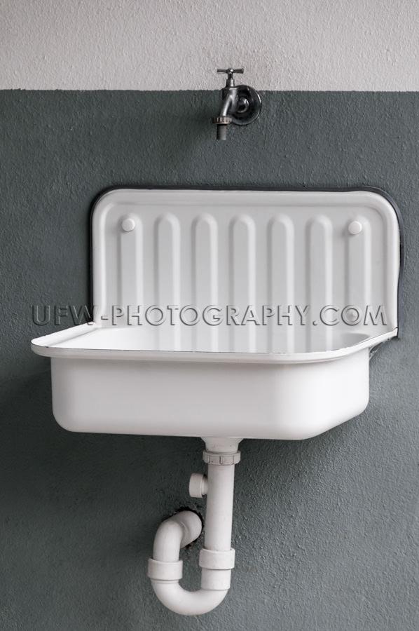Retrostil Weiß Metall Sauber Waschbecken Vollformat Bild Stock