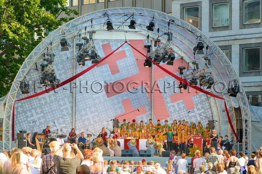 Kinderchor Bühne Kirchentag Publikum Zuhören Stock Foto