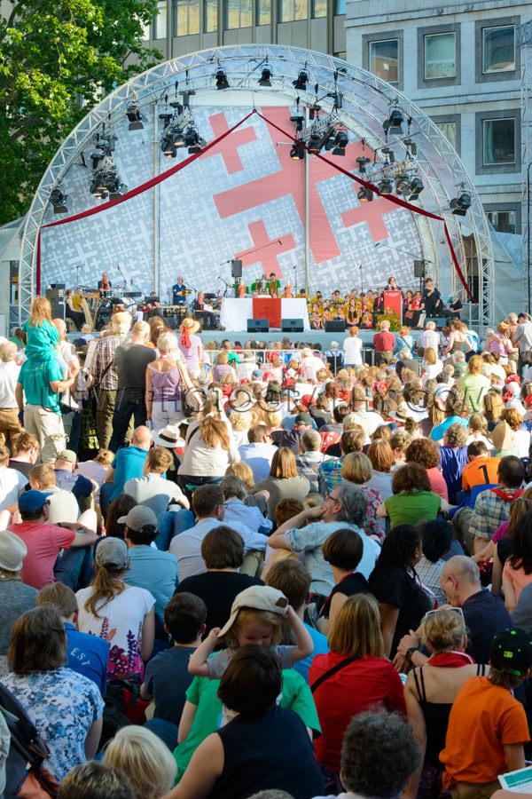 Menschen Zuhören Im Freien Predigt Evangelischer Kirchentag Bü