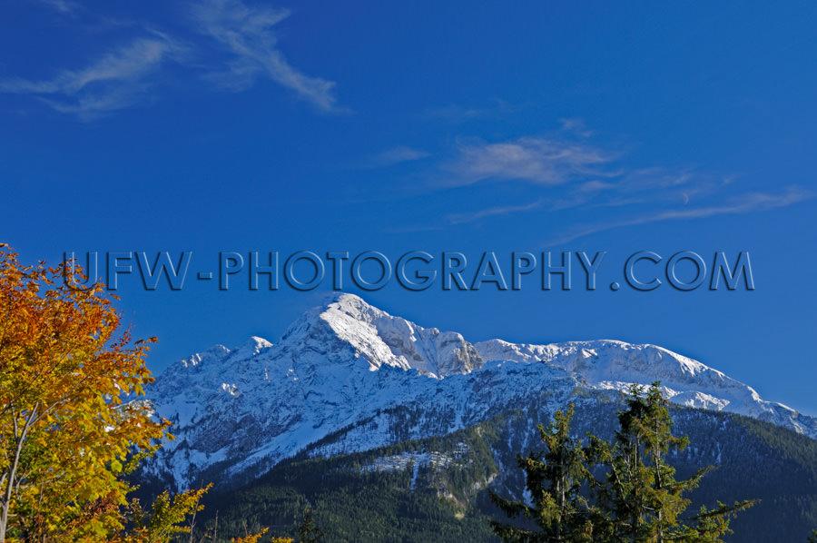 Bergrücken Herbst Alpen Schneebedeckt Gipfel Vor Tiefblauem Him