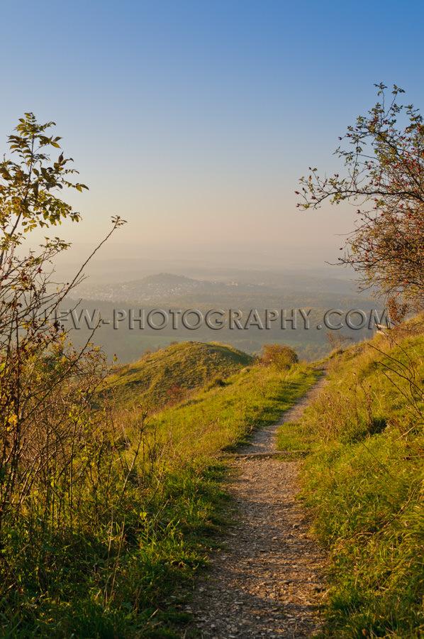 Wanderweg Berge Panorama Herbst Blauer Himmel Abend Stock Foto