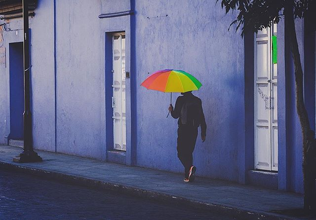 Arco Iris . . . . . #streetphotography #oaxaca #mexico #fujifilm #fujilove @fujifilmmx #xf90mm #blue