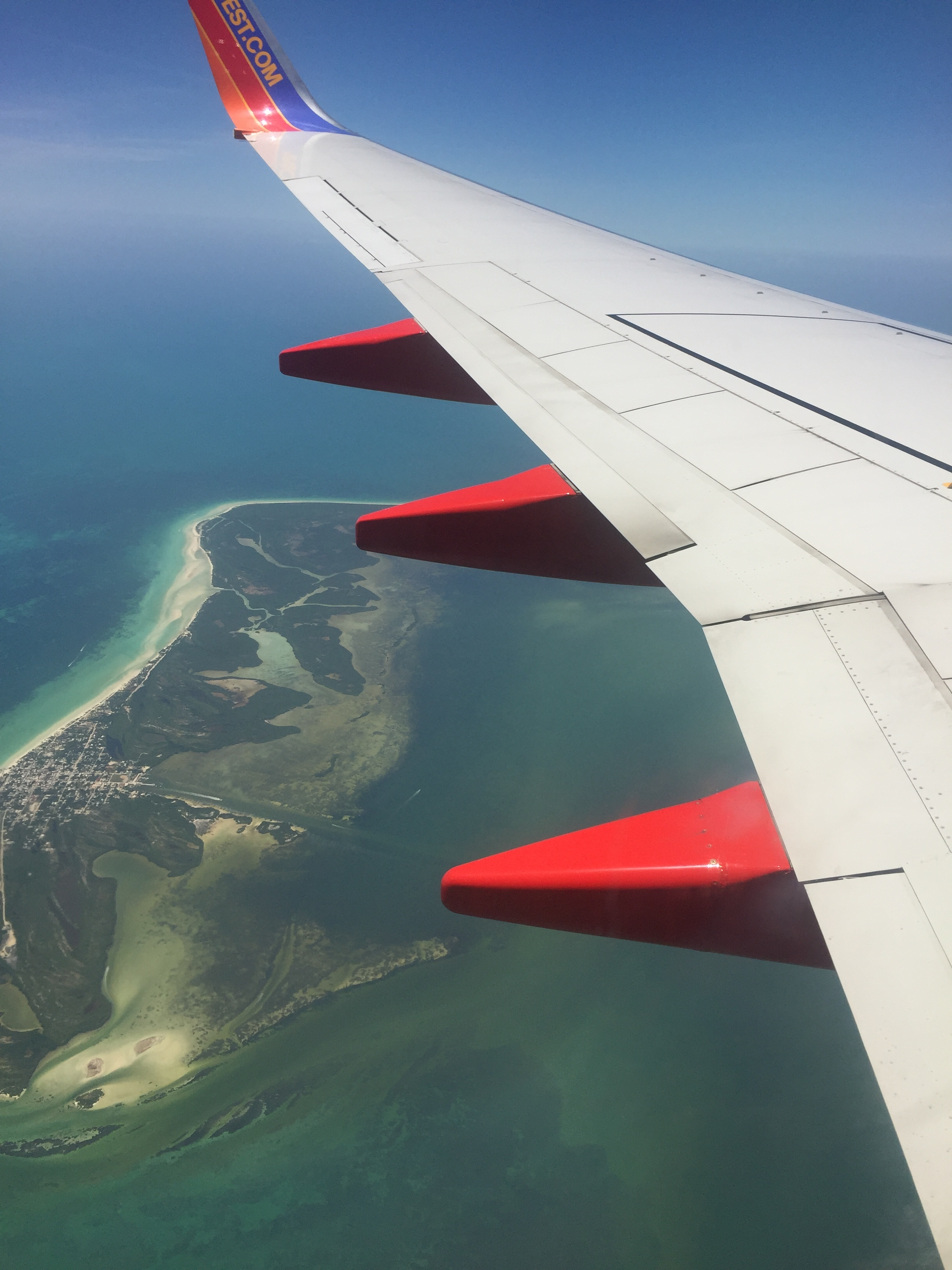 AIRPLANE OVER CANCUN