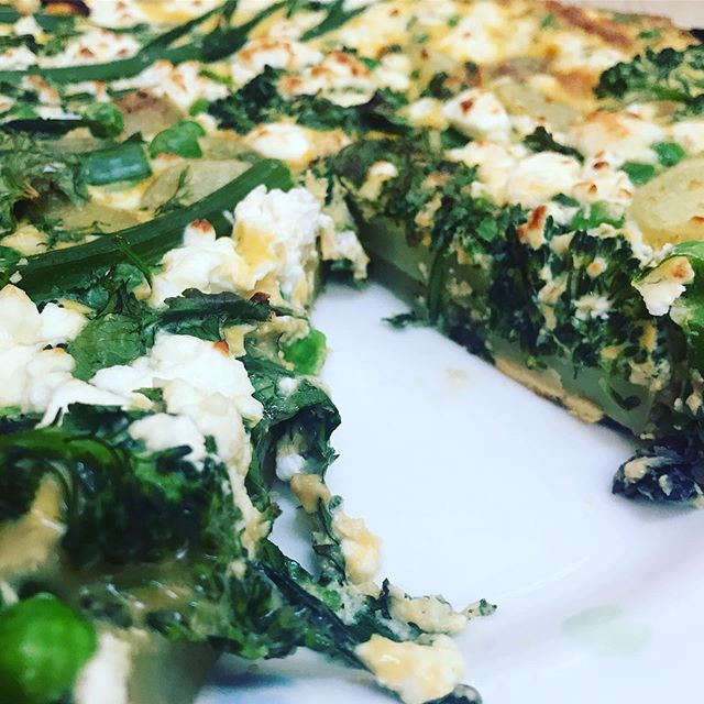 I can't stop making frittatas! This one is broccoli, pea and feta with Jersey Royal potatoes and herbs - so good! #healthyfood #health #healthyrecipes #nutritionist #nutrition #chiswick #feedyourhealth #meatfreetuesday