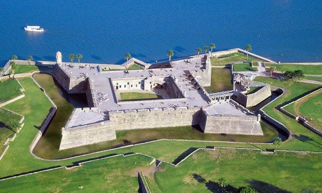 http://augustine.com/thing-to-do/castillo-de-san-marcos