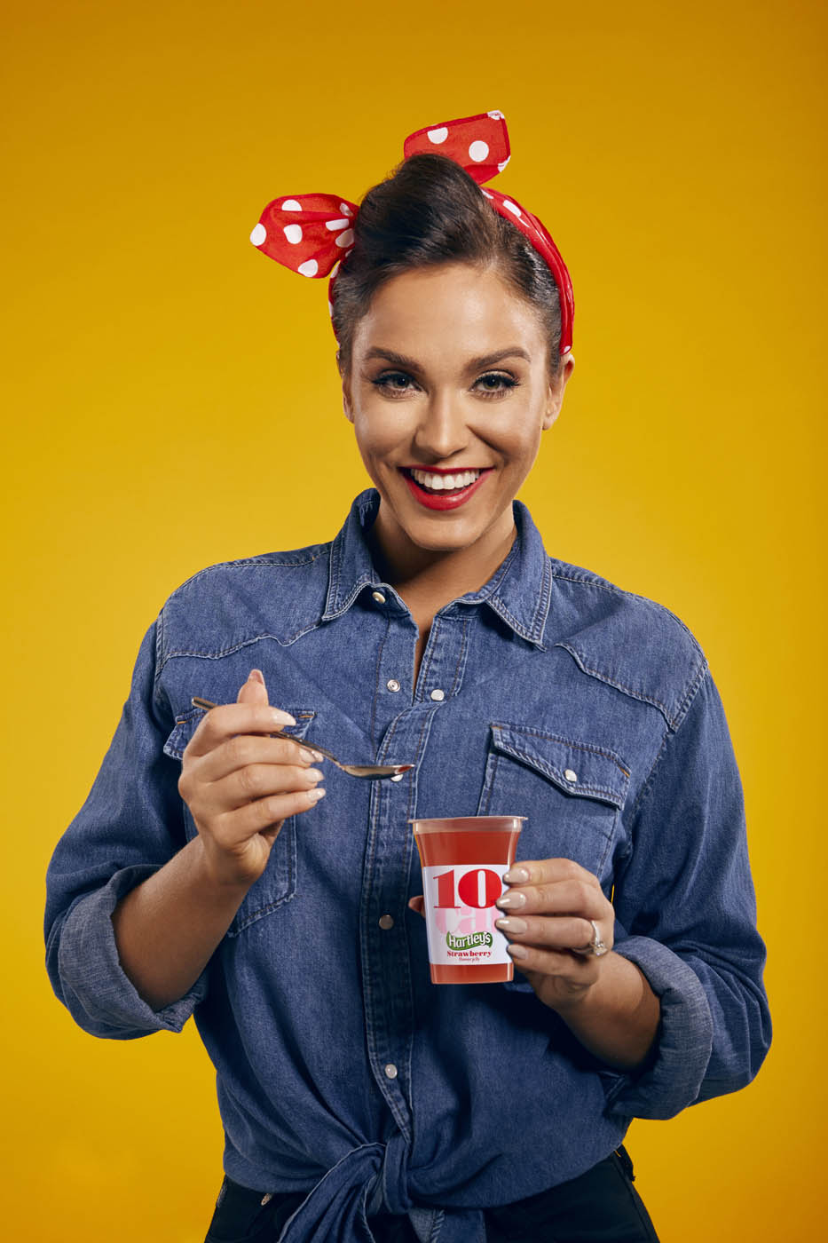 Vicky Pattison re-creates the iconic We Can Do It image for #Team10Cal_.jpg
