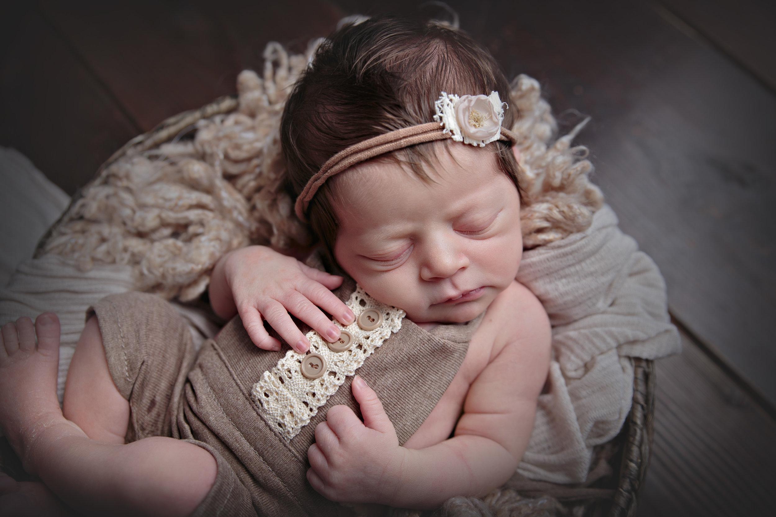 Redmond Newborn Photograher (4).jpg