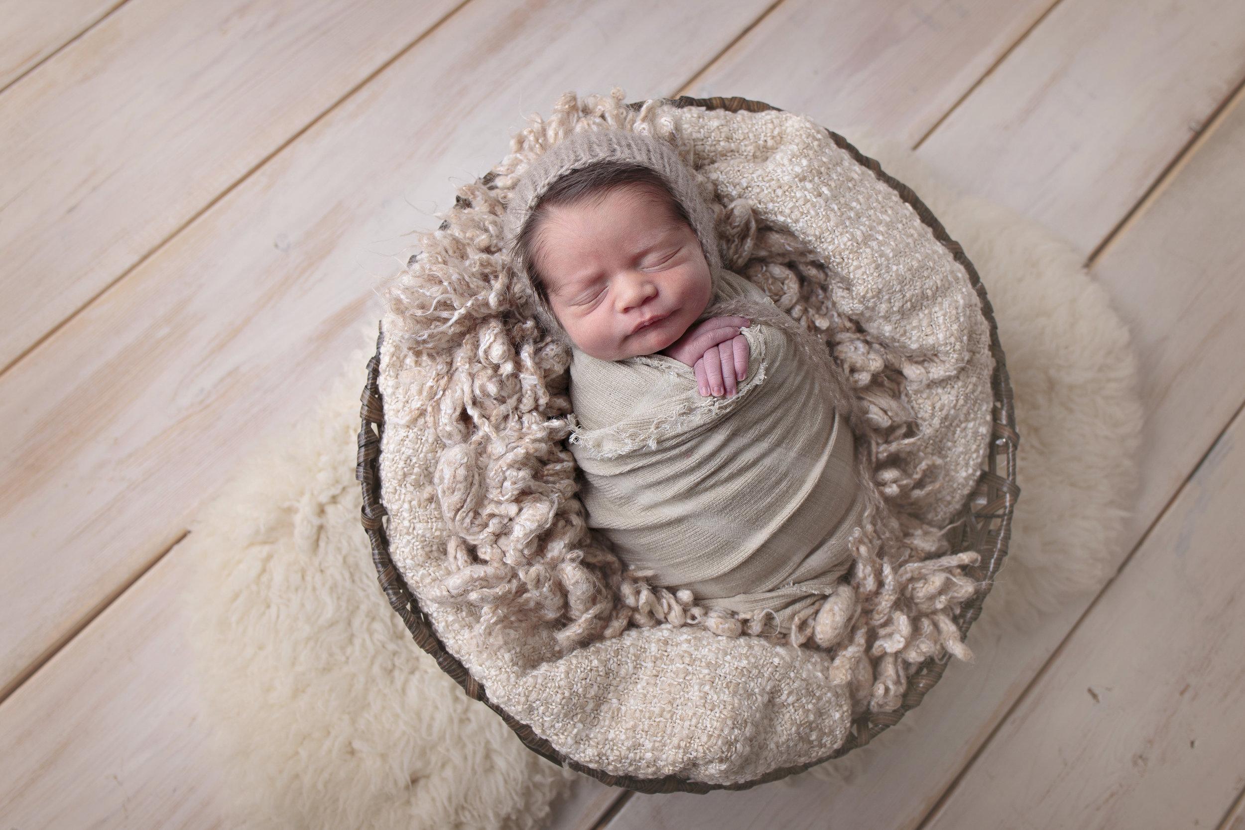 Snohomish County newborn photographer (1).jpg