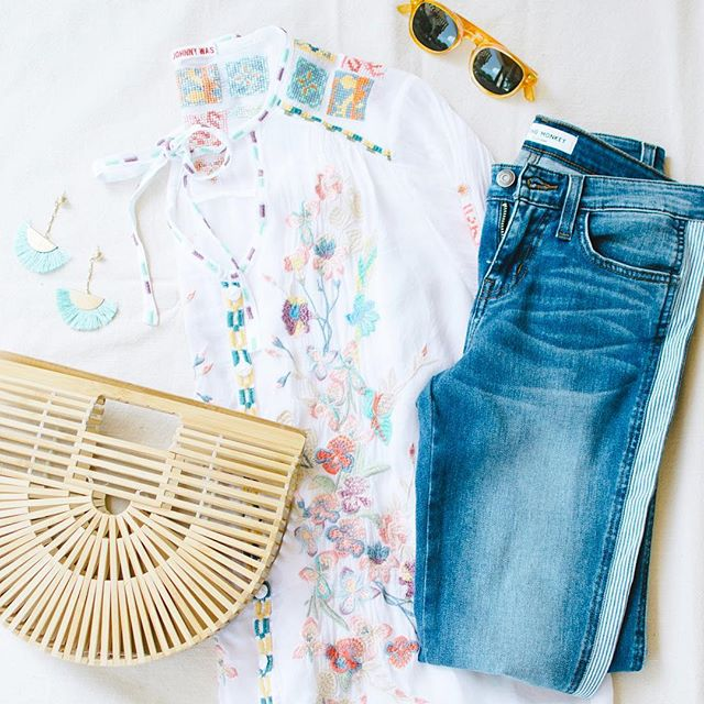 Summer style essentials from @adelanteaustin ☀️ I've been learning some serious flatlay tips from @carmcollins this summer ❤️