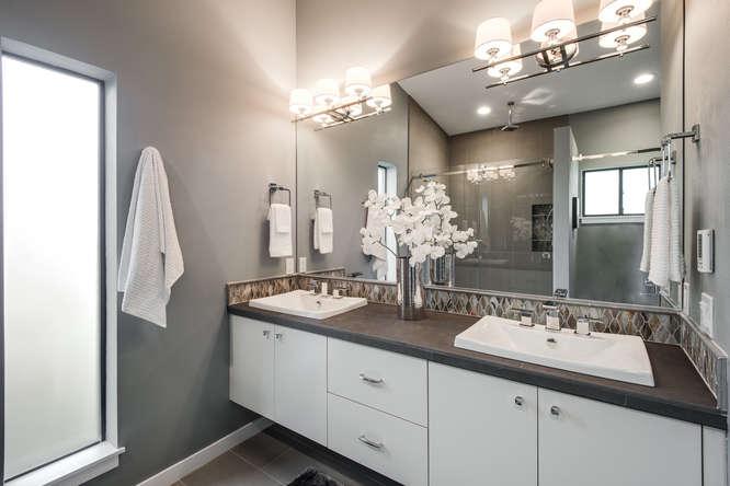 4322 NE 12th Ave Portland OR-small-019-Master Bathroom-666x445-72dpi.jpg