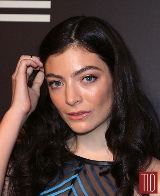 5921840_girl-thats-not-your-dress-lorde-in-mary_tcf9c8574.jpg