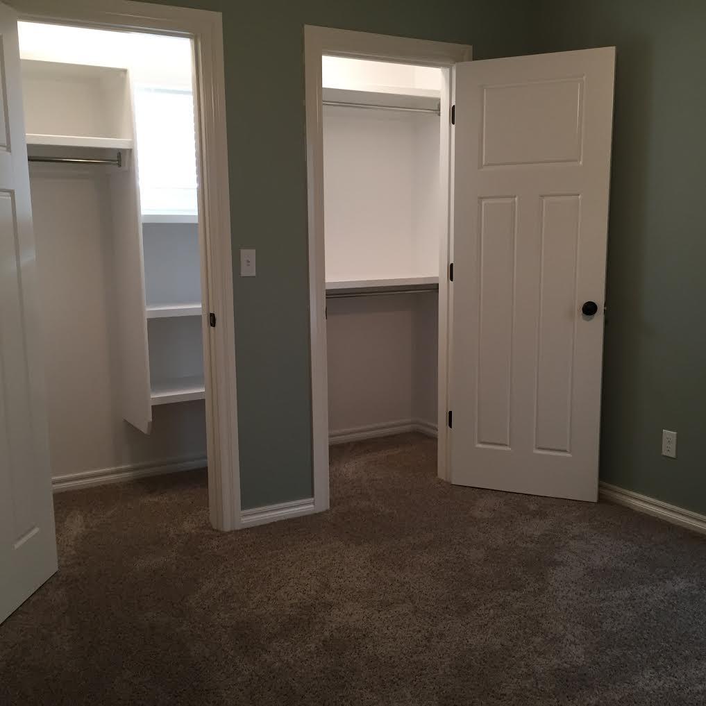 upstairs bedroom west