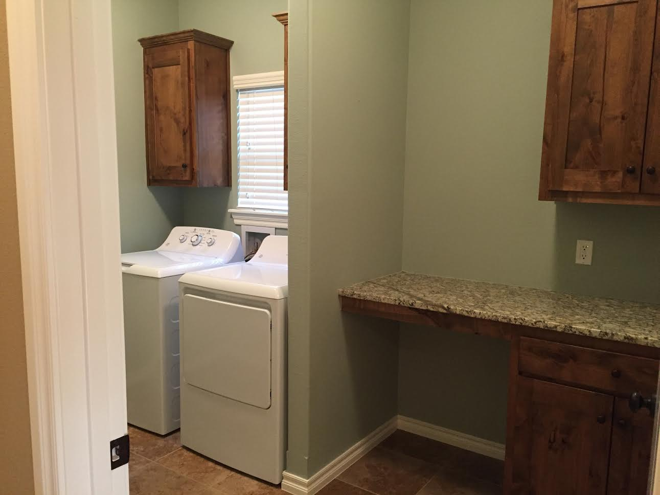 Bedford 3408 laundry.jpg