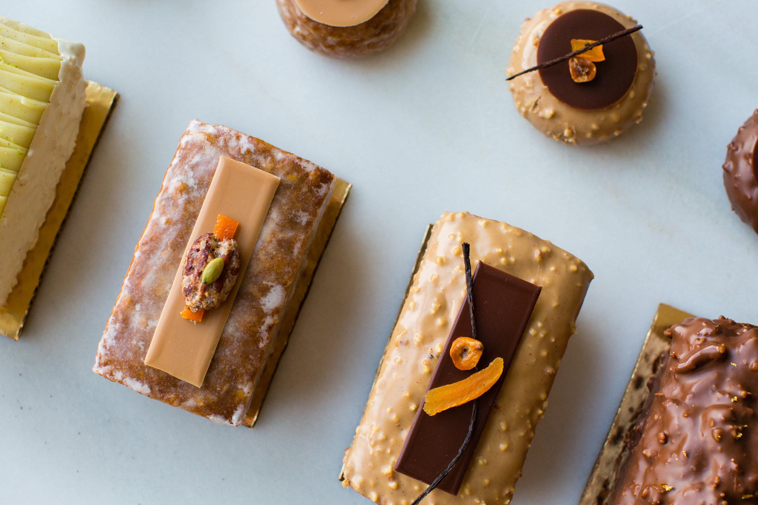 PECAN, TANGERINE & CARAMEL TRAVEL CAKE -