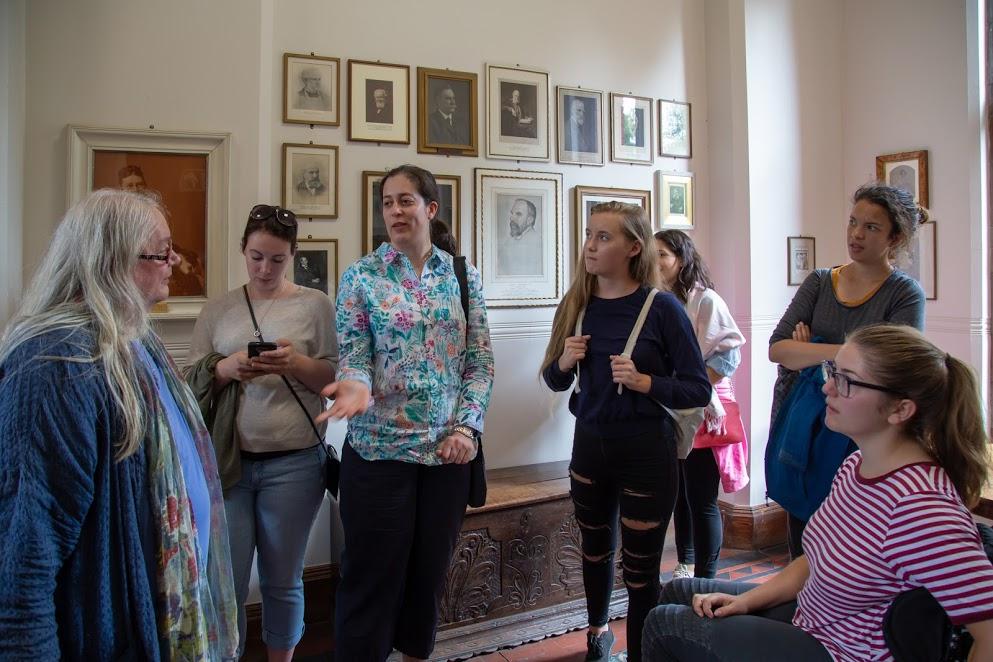Alison and group Girton with portraits **.jpg