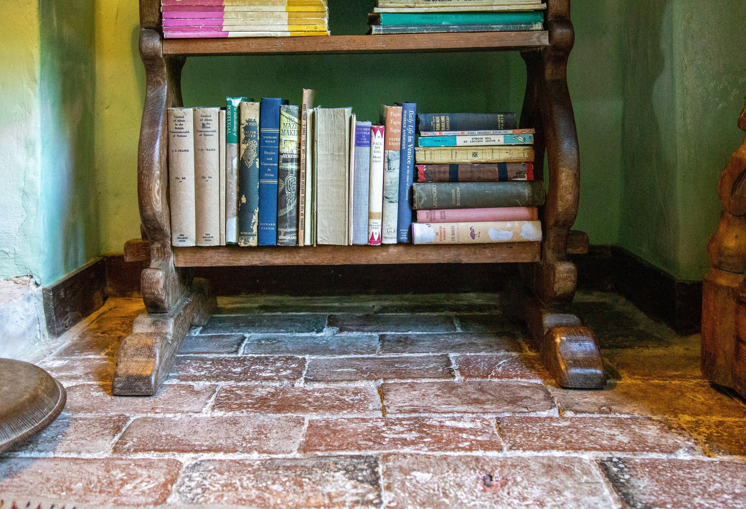 Bookshelf MH **.jpg