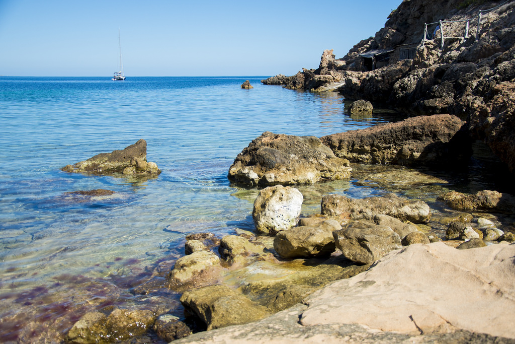 Cala-Xuclar-rock pools.jpg
