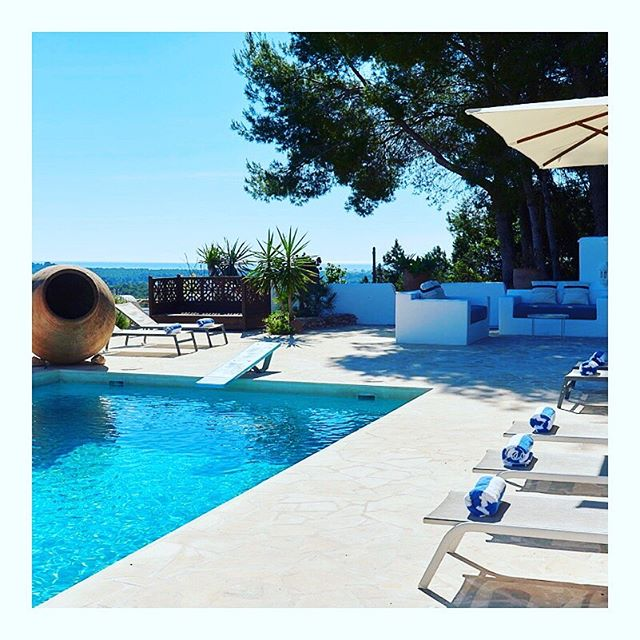 ✨SUPER SUMMER OFFER✨Grab yourself a mega £50 off our most popular #YogaLightVibes #IbizaRetreat this 2-6 October 2019! Book by Monday 12th August to benefit from prices as little as £545 for 4 nights in the stunning @casachiibiza - including morning meditation & pranayama, twice daily yoga, the most delicious and nutritious #vegan and #veggie dishes home cooked by our amazing in-house chef, workshops on #Yoga & #Ayurveda, learning how to design your ideal practice...and so much more!! It's your last chance to retreat with us in 2019! So get in touch if you want to bag yourself a spot - only 4 places left! DM or Email sallyanne@yogalightvibes.com to find out more and book your #YogaLightVibesRetreat 😎☀️🙌🏼💖🙏🏼🌴