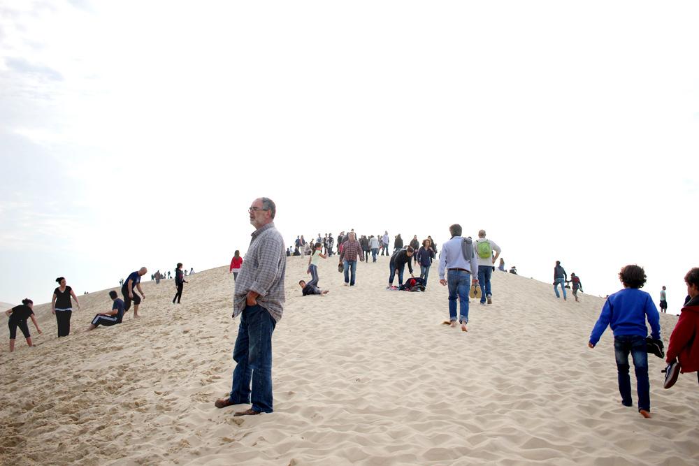 Jo, o dunu je docela zájem. Víc než milion návštěvníků ročně. To je v průměru cca tři tisíce lidí denně.