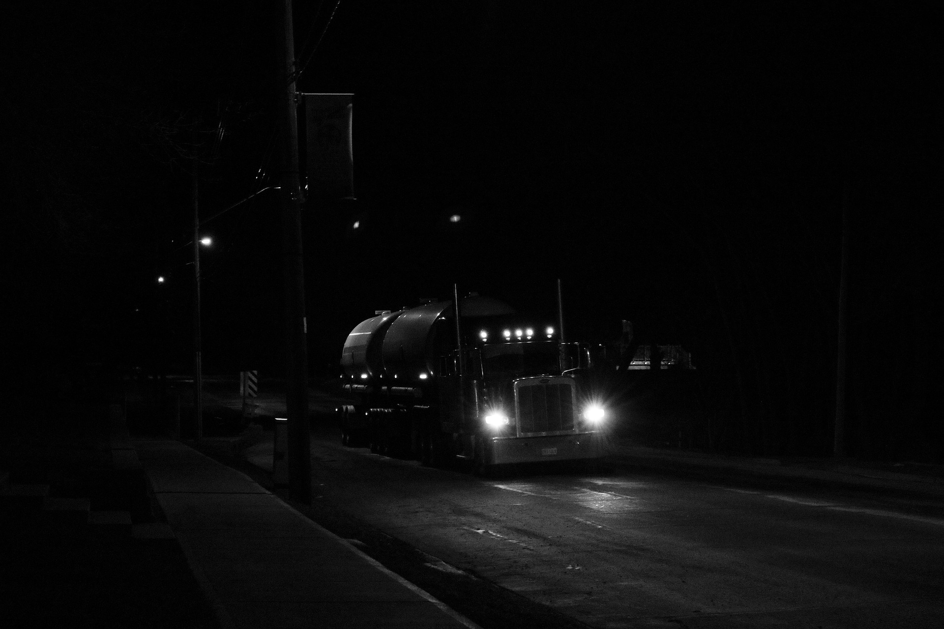 truck in dark.jpg