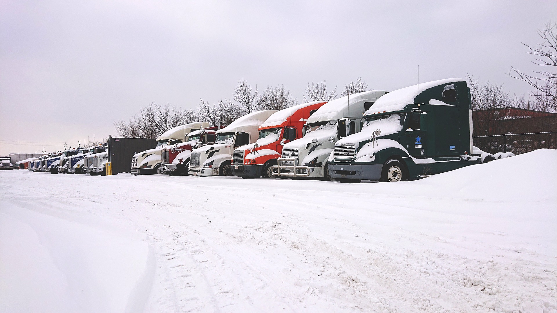 trucks-in-snow-4021311_1920.jpg
