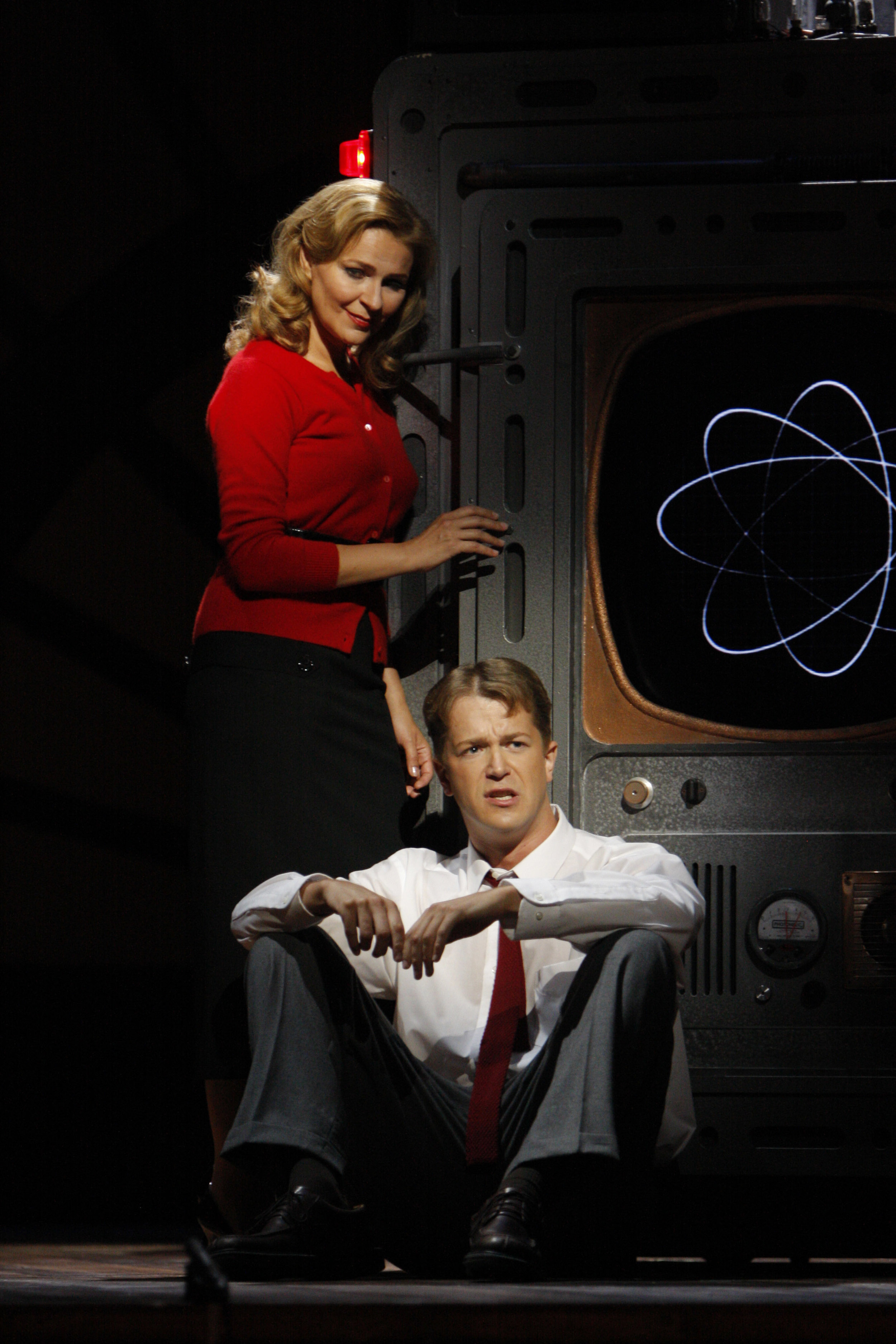 Ruxandra Donose as Veronica Quaife and Daniel Okulitch as Seth Brundle in The Fly 图片来源: Robert Millard, 美国洛杉矶歌剧院, 2008