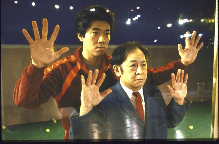 演员名单(从左至右):Marc Hayashi  和  Victor Wong。Martha Swope摄于纽约莎士比亚戏剧节, 图片提供:纽约公共图书馆。