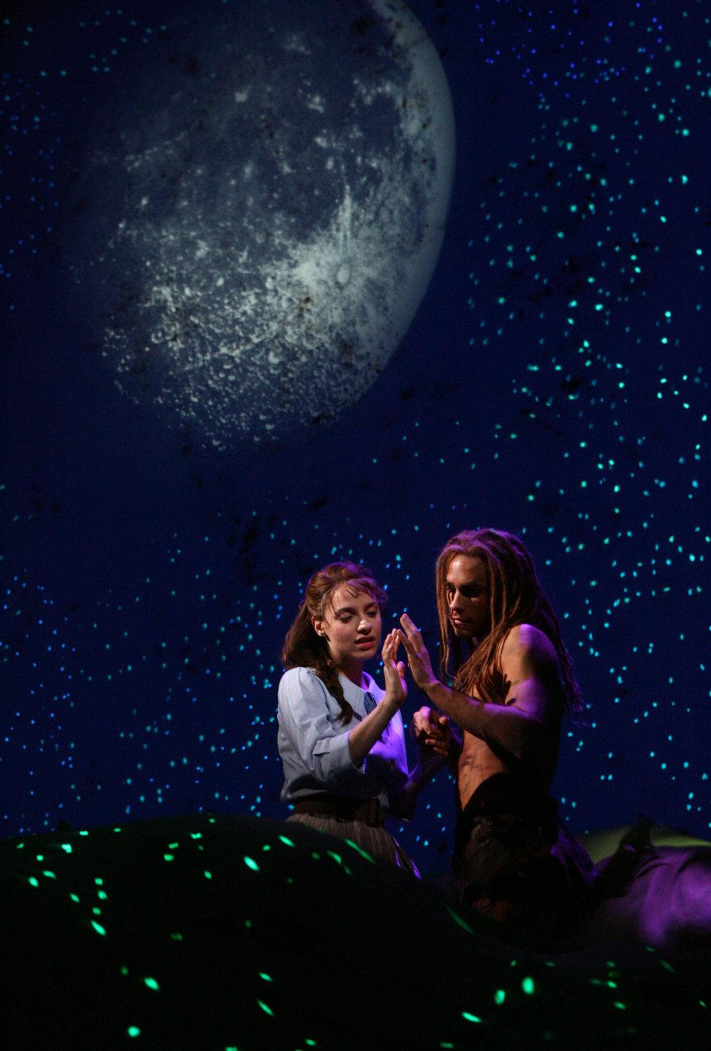 Jenn Gambatese和Josh Strickland在《泰山》演出中,图片来源:Joan Marcus,版权所有:迪斯尼,2006年
