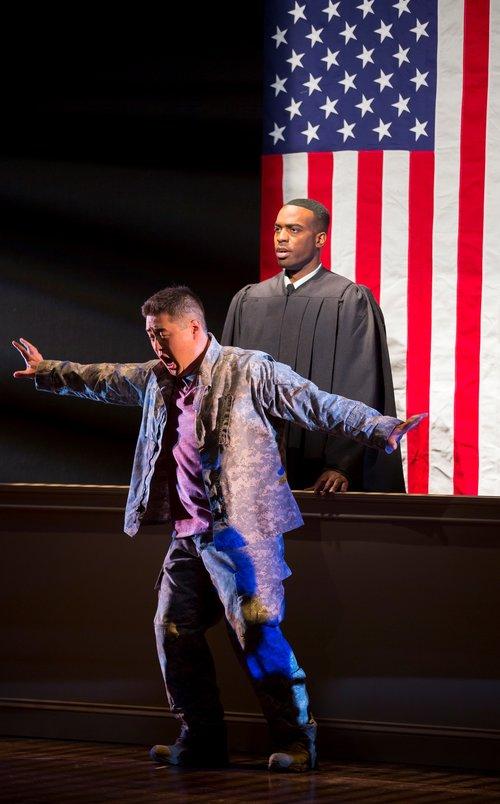 Andrew Stenson饰演陈宇晖。图片来源:Scott Suchman, 华盛顿国家歌剧院, 2015