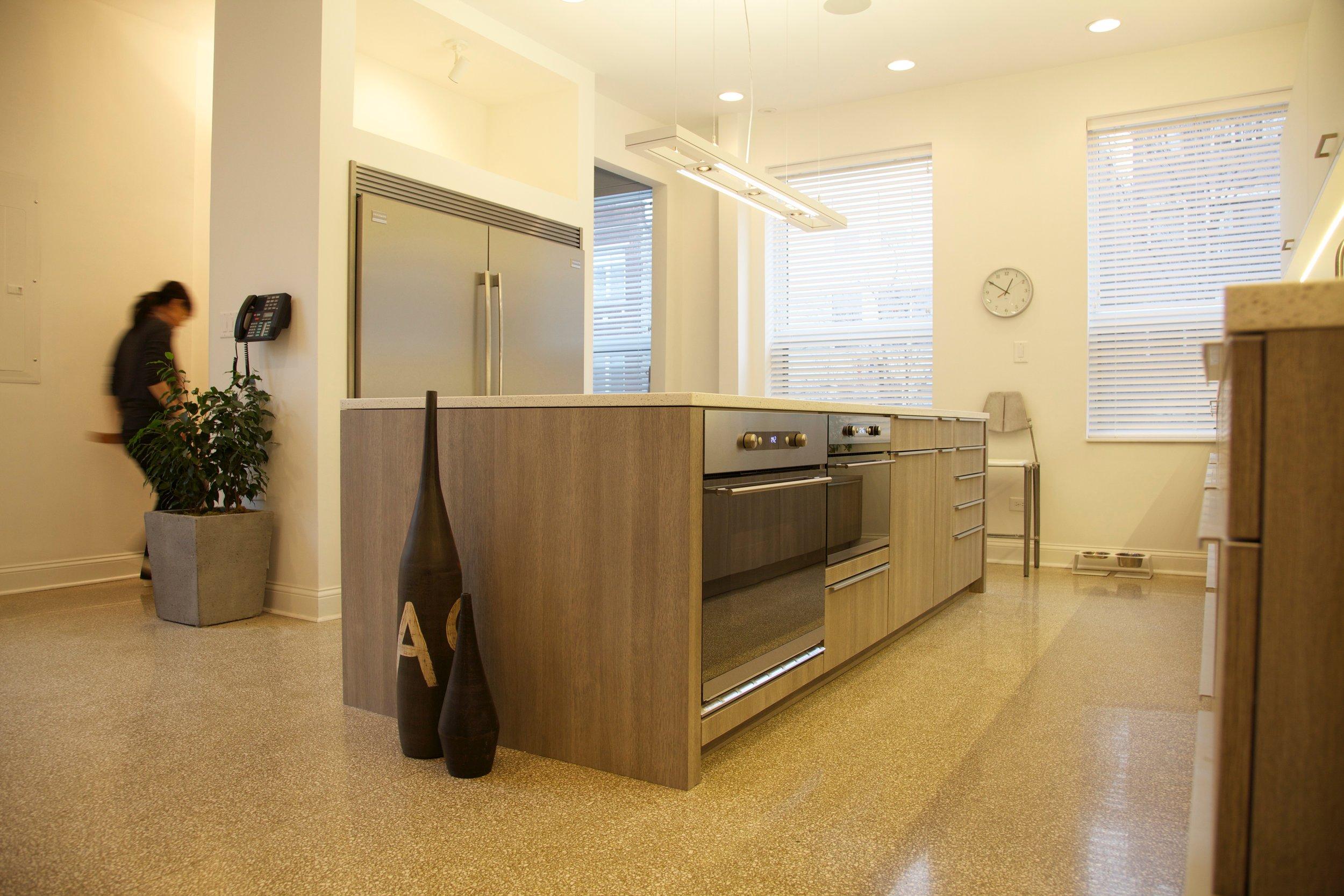 1110_kitchen_2.jpg