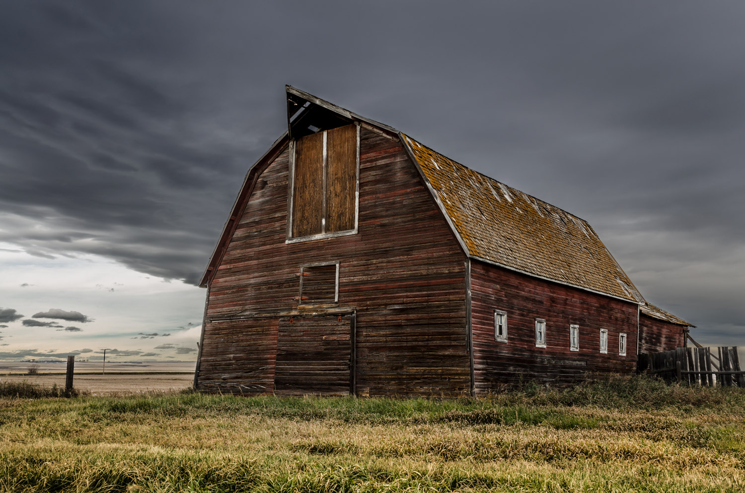 gray_day_barn.jpg
