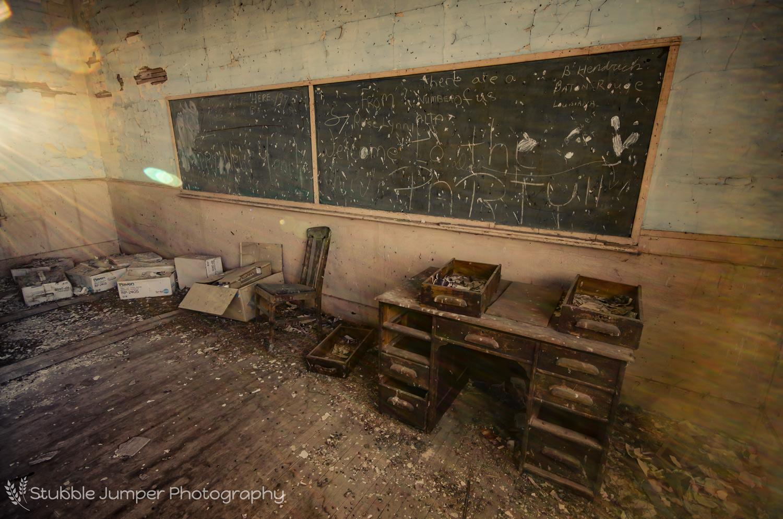 rose_lynn_schooldesk_web.jpg
