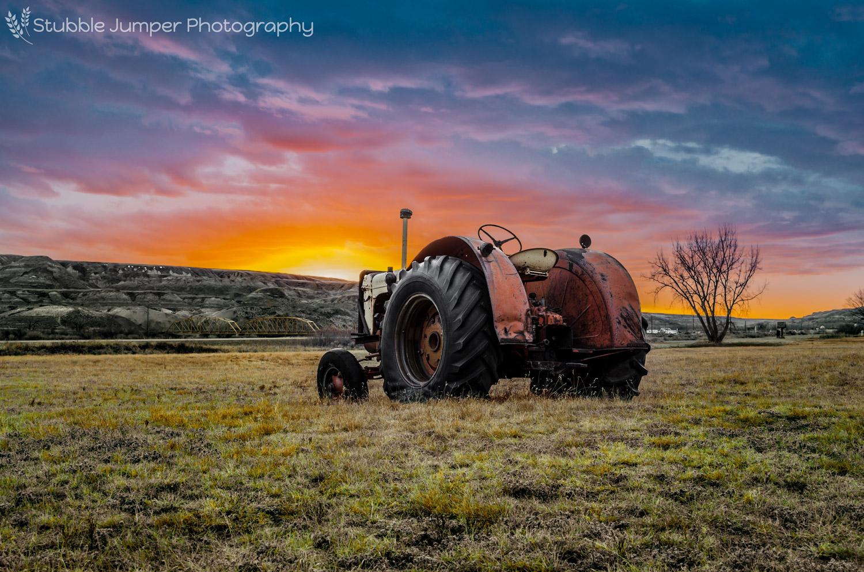 Dorothy, Alberta - Tractor