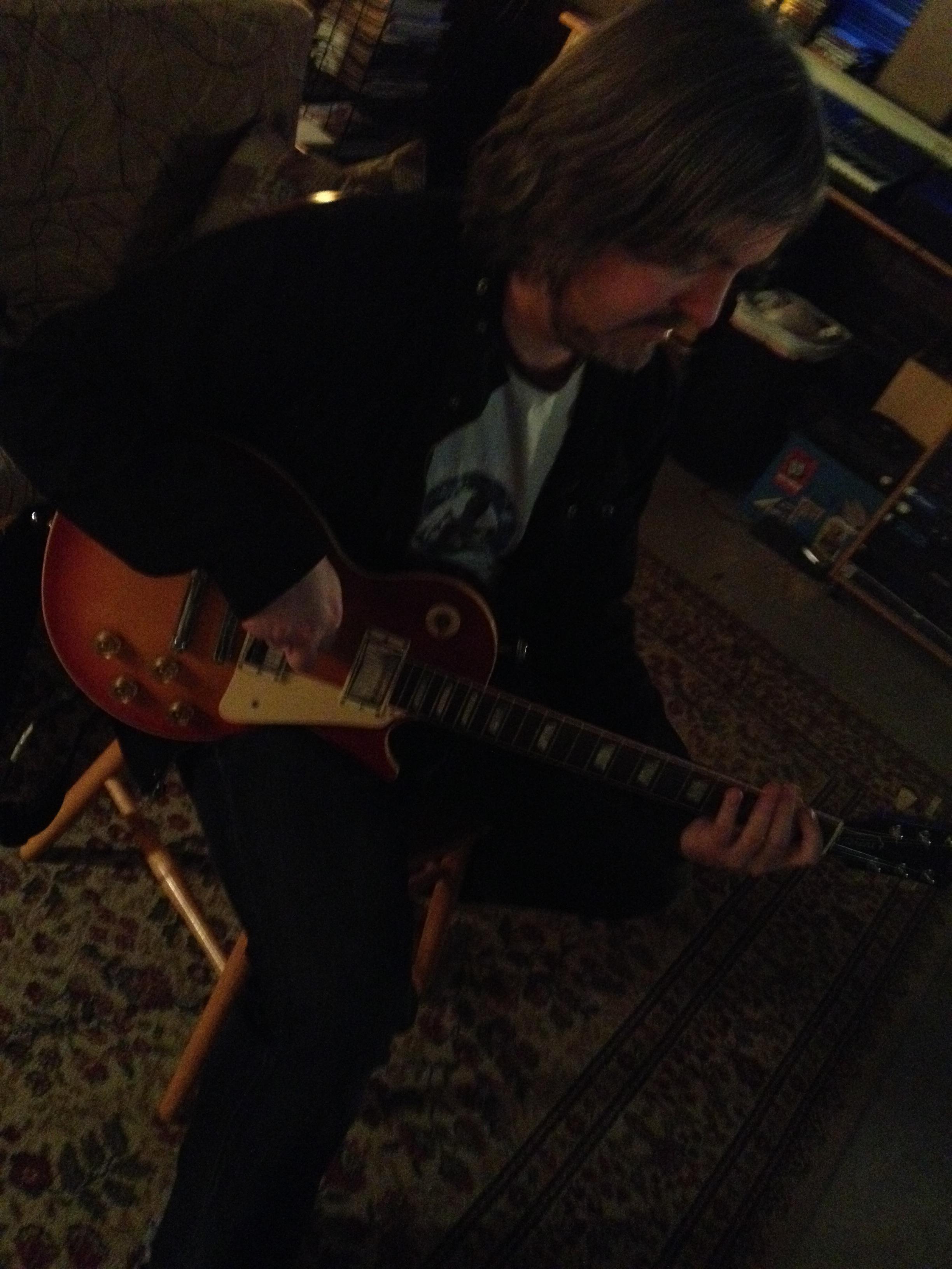 tom guitar2.jpg