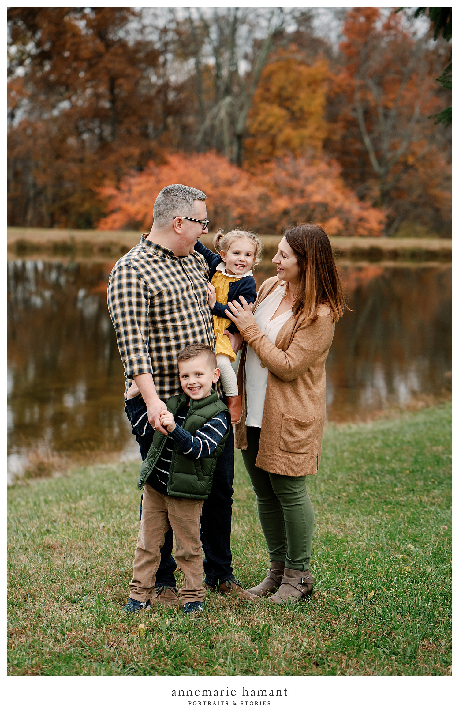 AnneMarie Hamant is an award-winning family photographer based in the Lehigh Valley PA. Her rich tones and candid, playful approach to photography create timeless and natural images of your family.