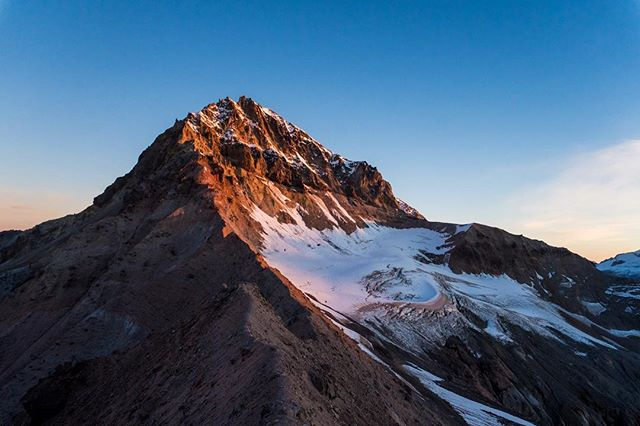 Sunrise on the mighty Atwell. I've spent so long staring up at the Garibaldi Massif and hiking in its namesake park, yet have still not made a ski ascent to the top. Last week was the closest I've been to the mountain, and I can assure you that it's grandeur just gets more powerful the closer you get. In order to get this shot, I hiked up to the Elfin shelter the previous night, then after sleeping for a few hours, made a 4AM start to hike up to the Diamond Head in the dark. Getting to the top just before 6, all the stars were still out, and dawn was just beginning to tint the furthest horizons. For several hours, I sat and watched as the world awoke and warm licks of sun turned the landscape from blue to gold. In this moment, I was completely in awe.