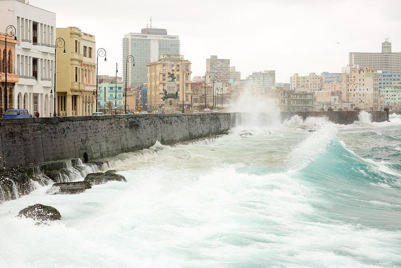 MalecónSeawall_Waves_Havana_2018.jpg