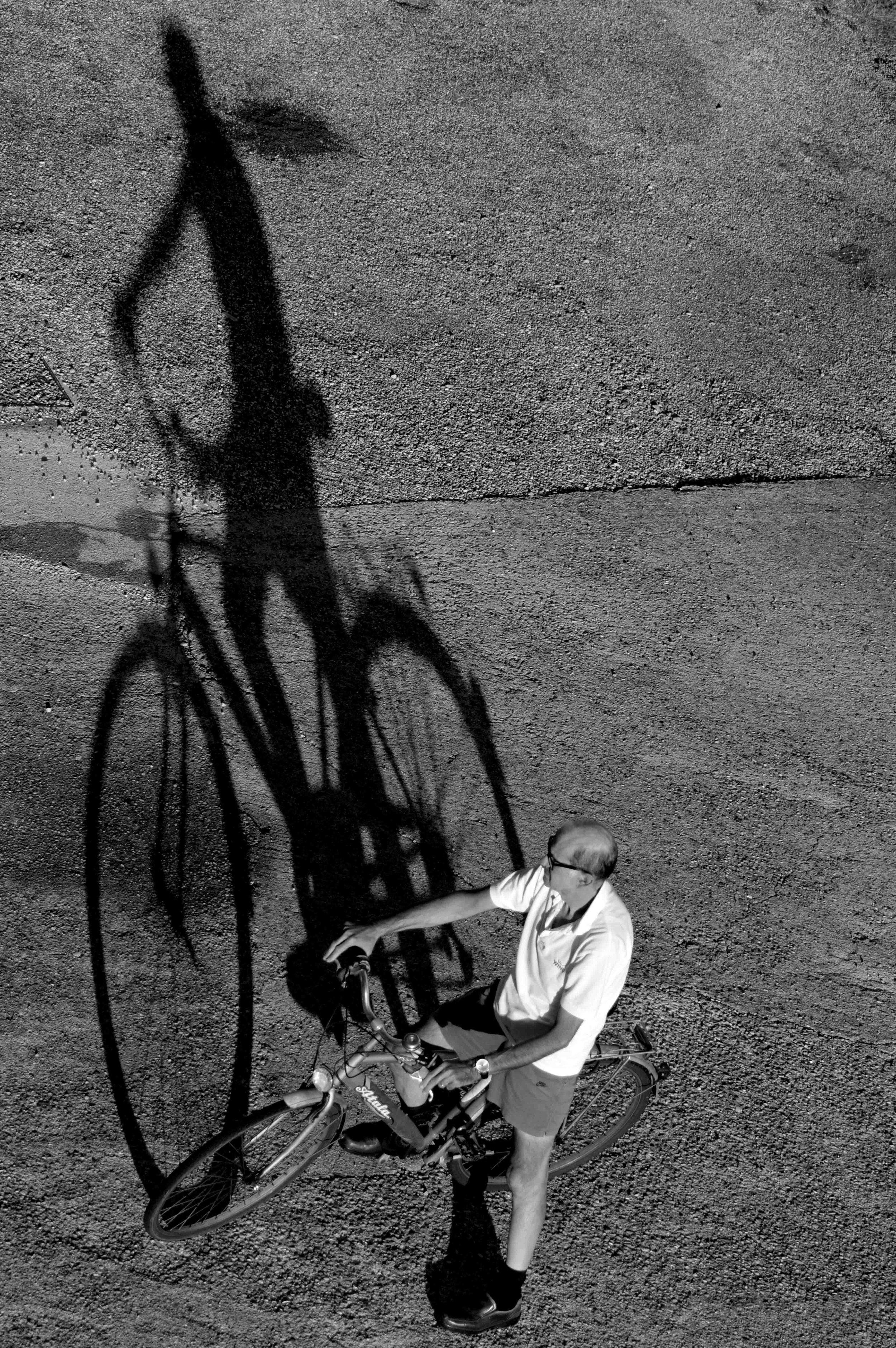Ombra e bici.jpg