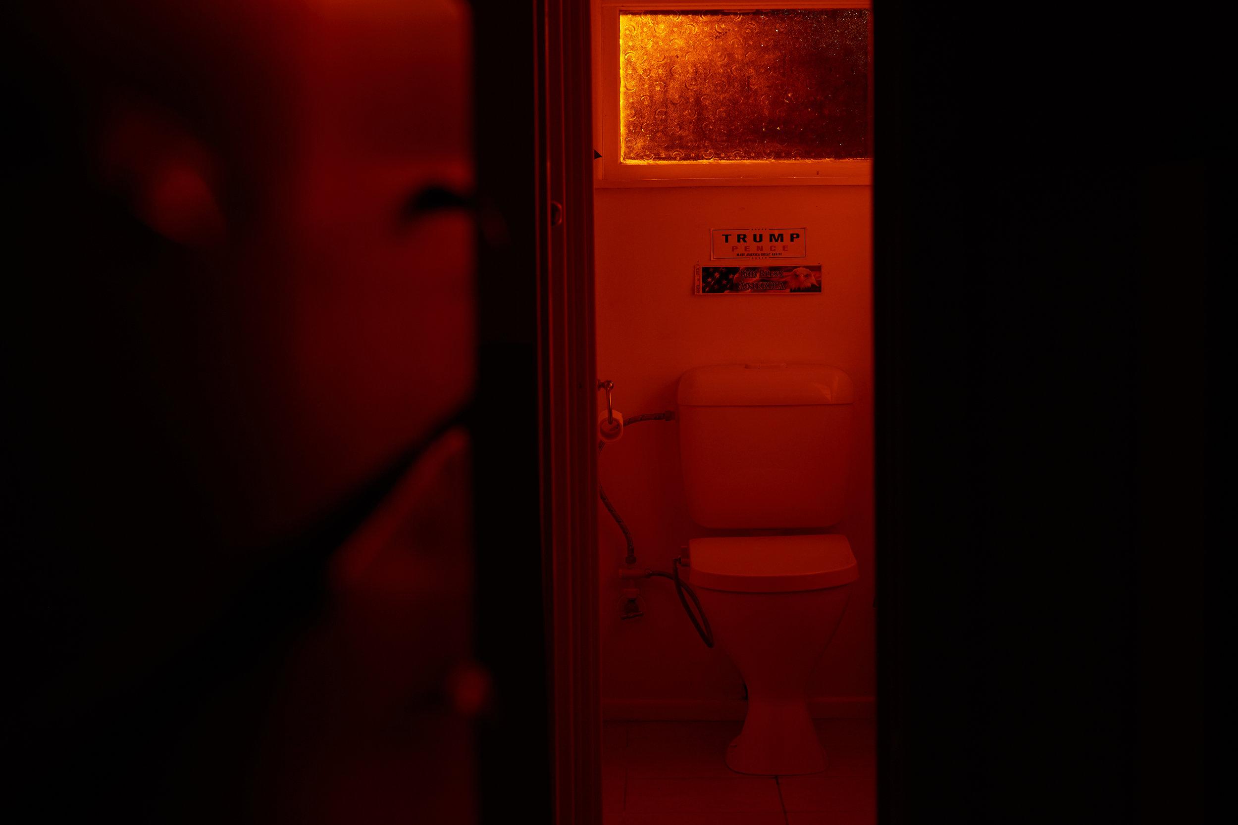 toilet2399.jpg