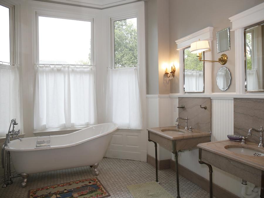 Master - Bath.JPG