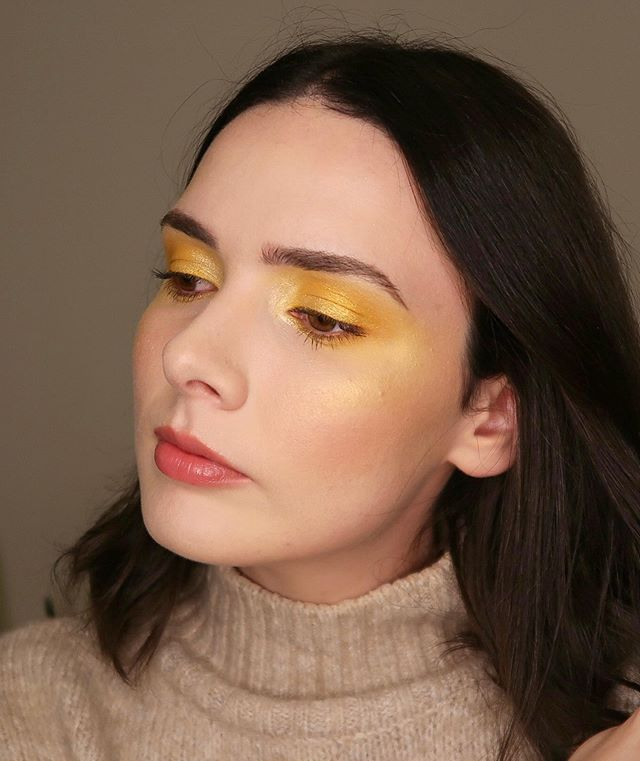 ✨ MIND STONE ✨ I feel like my camera did absolutely no justice to the dimension in this look so ⬅️ SWIPE ⬅️ for some phone selfies! (Reupload cos I didn't like how my last post was cropped soz) —— @zoevacosmetics Blanc fusion palette  @makeupforeverofficial yellow pigment  @katvondbeauty 10 year anniversary palette and gold skool metal crush  @chichicosmeticsofficial glitter liner (on the bottom lash line but you can't really see tell in photos lol) —— #makeuplover #makeupgoals #makeupobsessed #makeupjunkie #makeupporn #ilovemakeup #ilovemaciggirls #beauty #beautyblogger #bblogger #bbloggersau #ausbeautybabe #ausbeautyblogger #motd #mua #sydneymua #sydneymakeupartist #hudabeauty #wakeupandmakeup #1minutevideos #fakeupfix #makegirlz #makeupforbarbies #undiscoveredmuas #marvel #mindstone