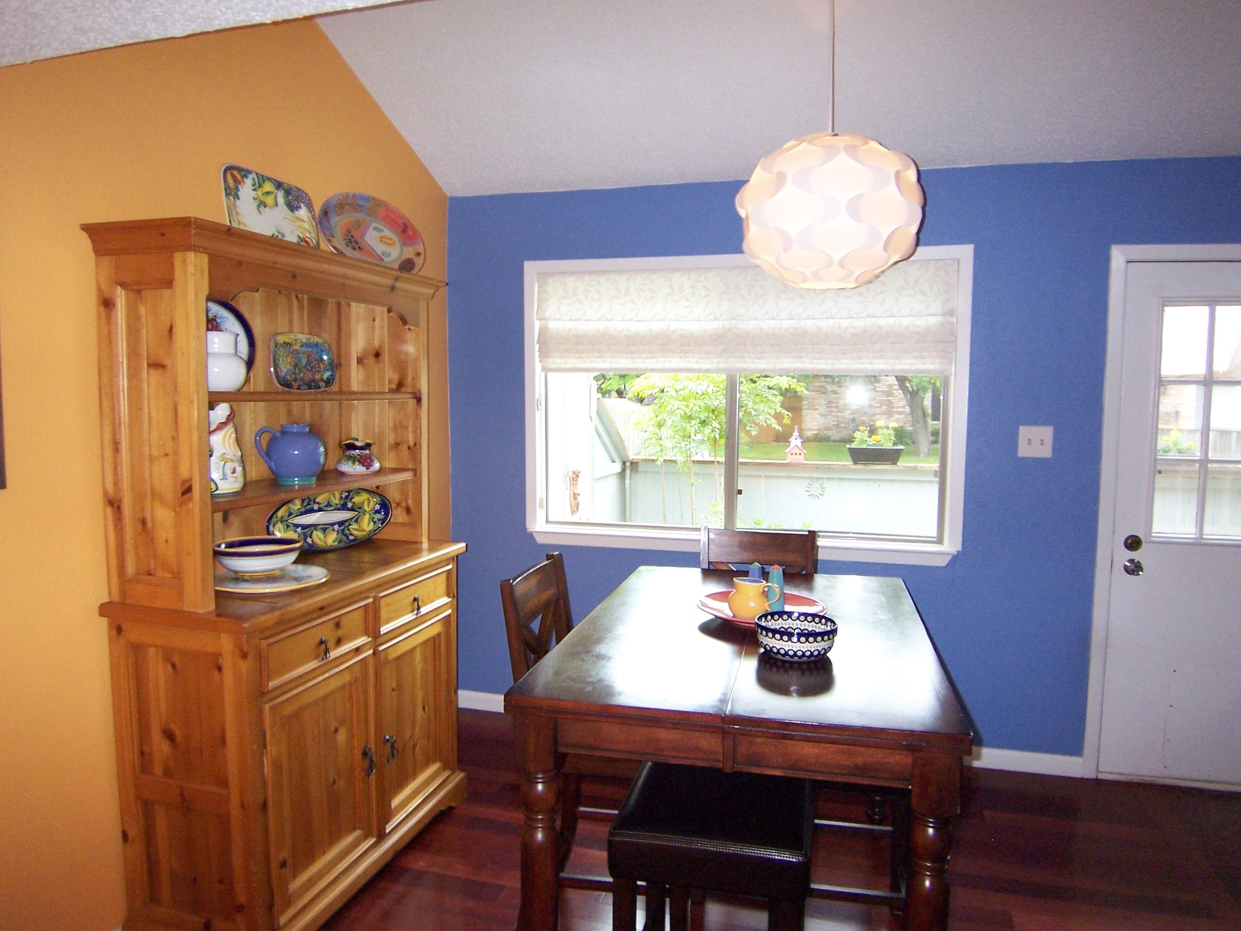 Dining+Area+Decor+and+Paint+Color.jpg