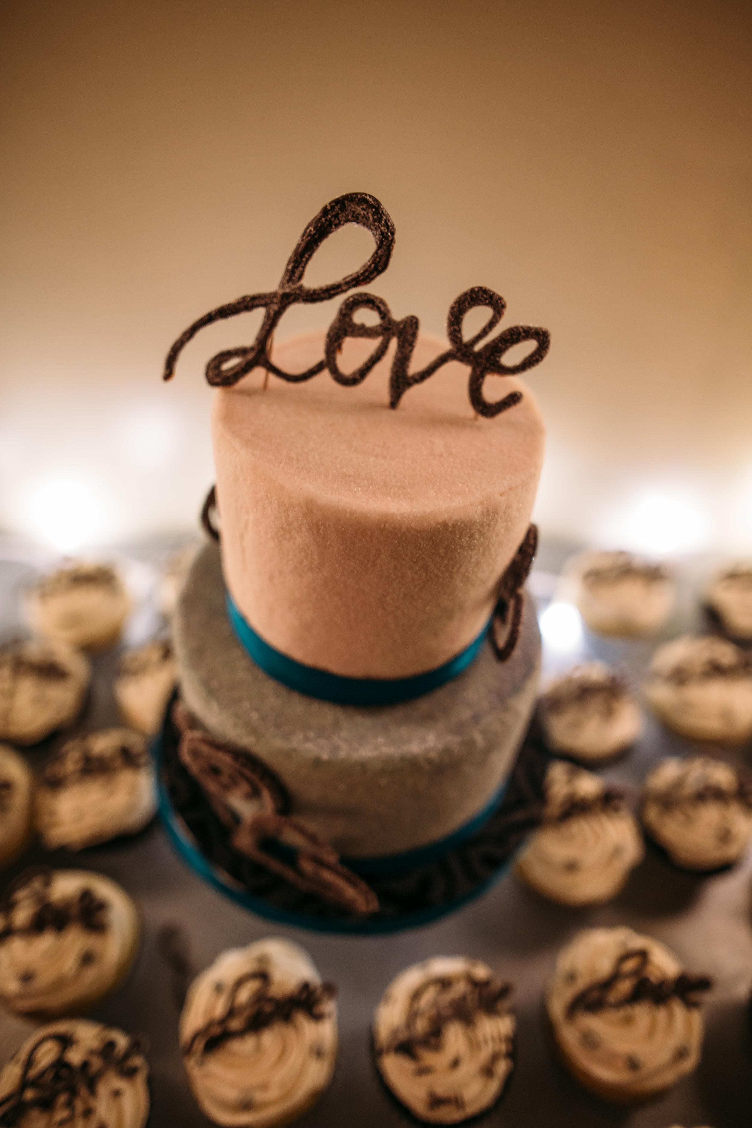 Tulip Baroo wedding Cake - Jennifer Georgette Photography