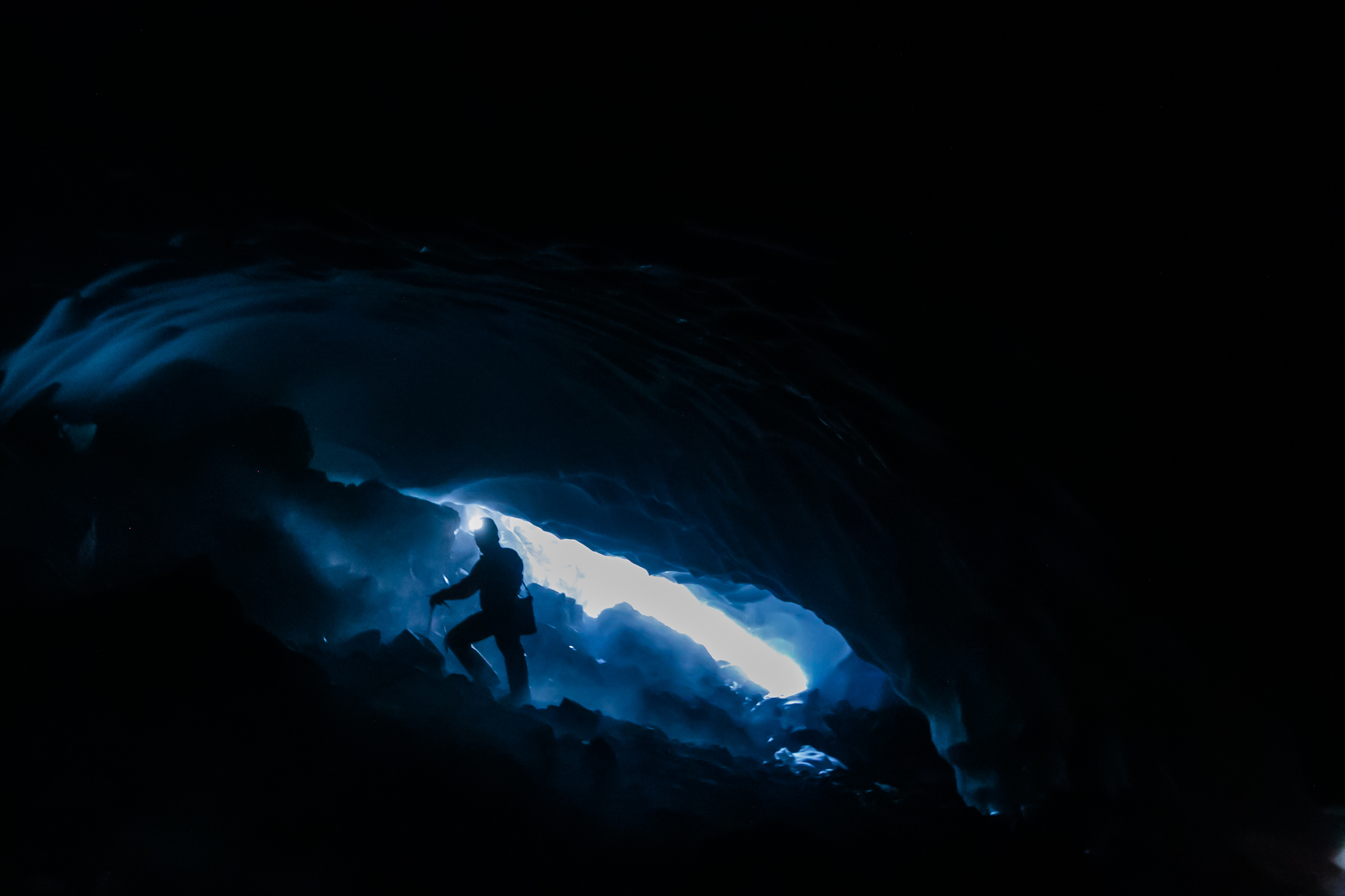 Entering and descending into the cave