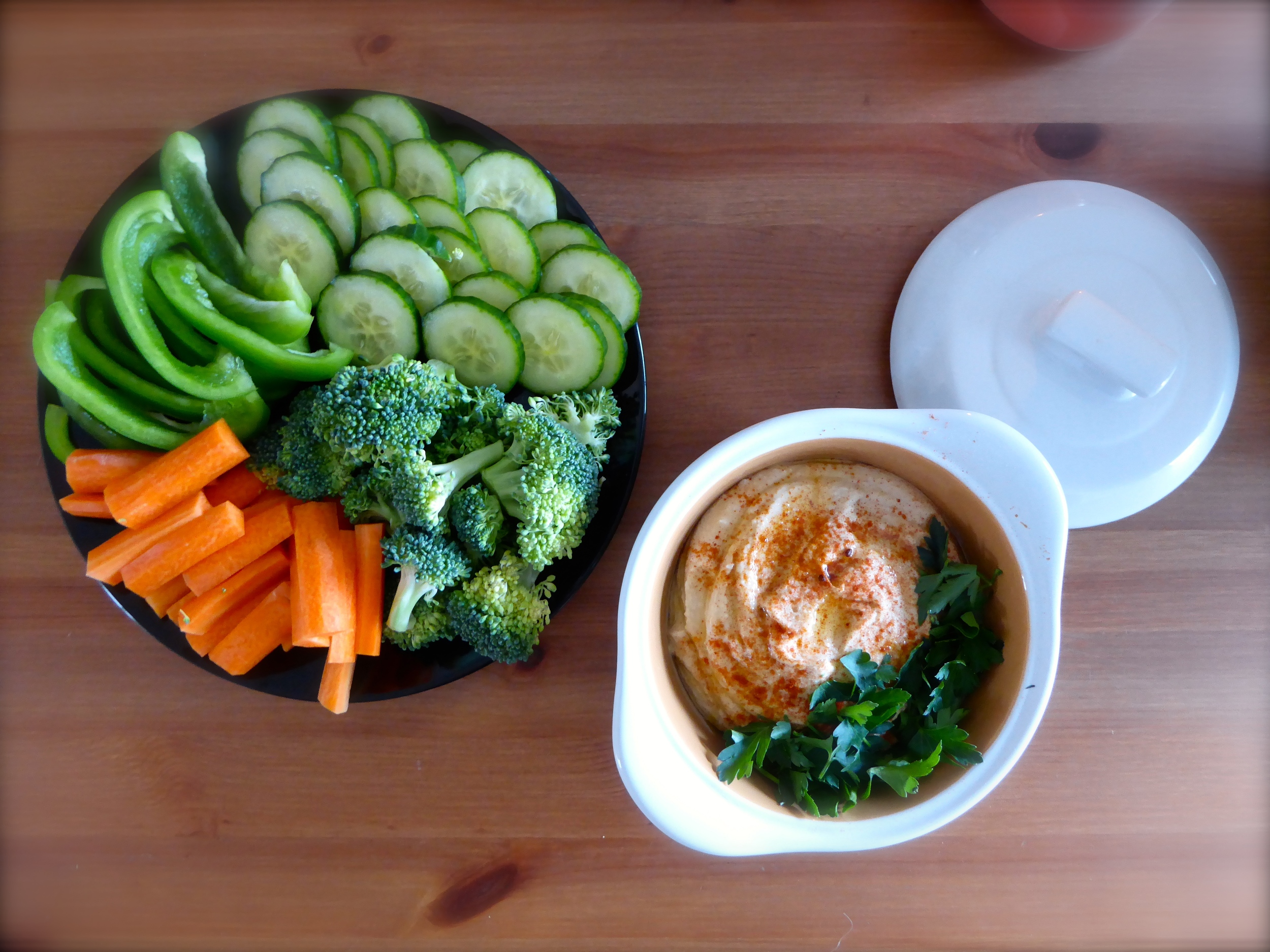 Creamy Hummus and Veg