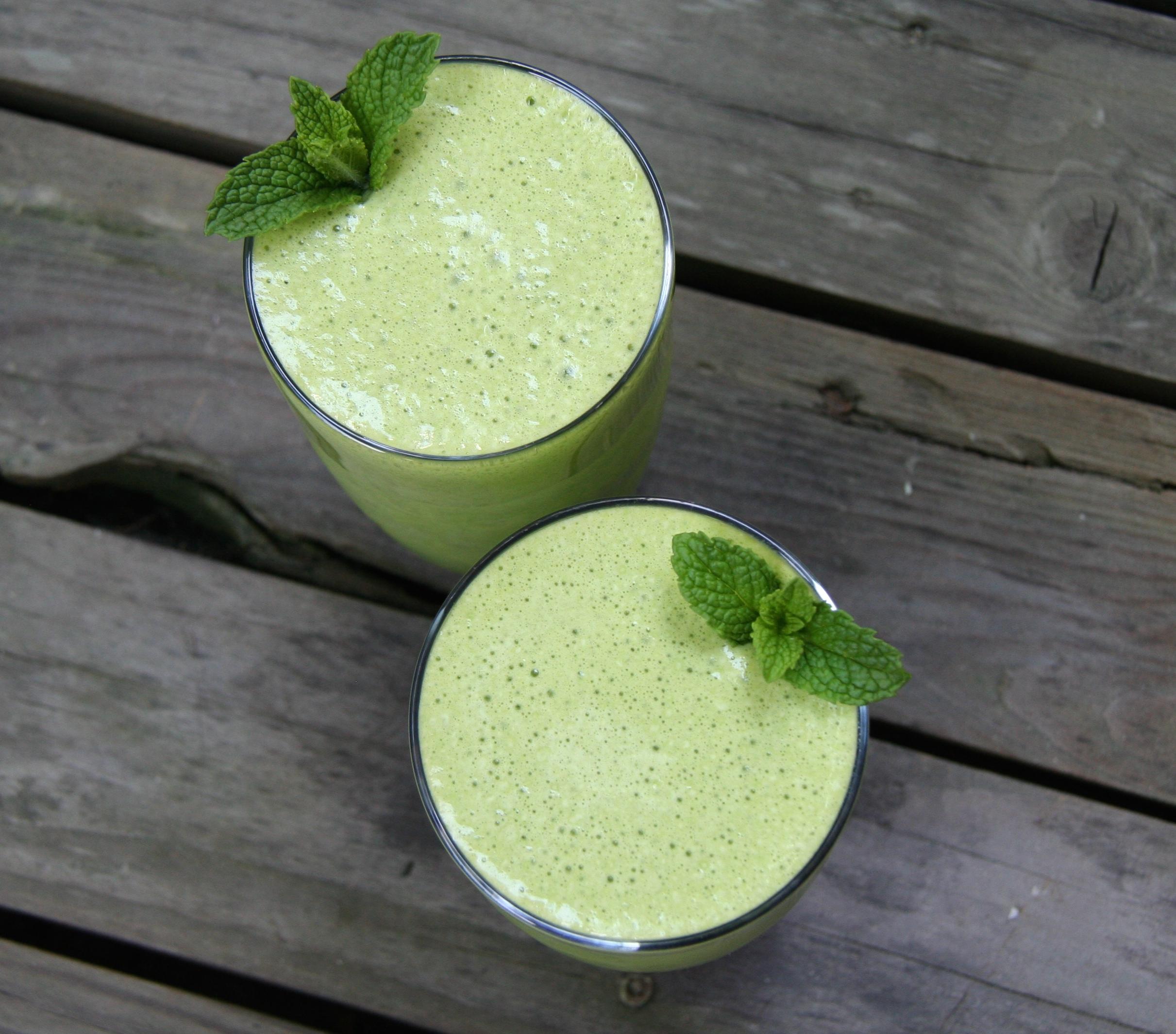 creamy mint smoothie 1
